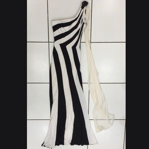 Alberto Makali Black/White Gown